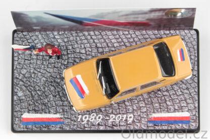 Sběratelský model vozu Škoda 105L v měřítku 1:43 - 30. výročí 17.listopadu.