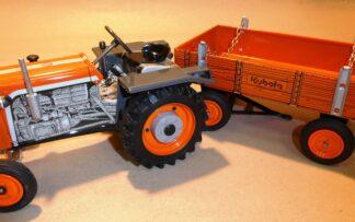 Traktor KUBOTA + valník s nápisem KUBOTA